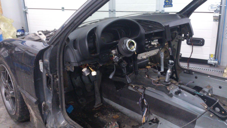 demontaż deski rozdzielczej BMW E36 oraz elektryki