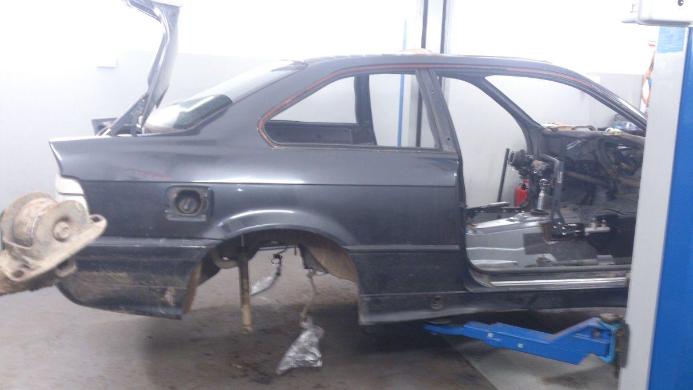 BMW demontaż tylnego zawieszenia i przygotowanie do wzmocnienia mocowań tylnego wózka