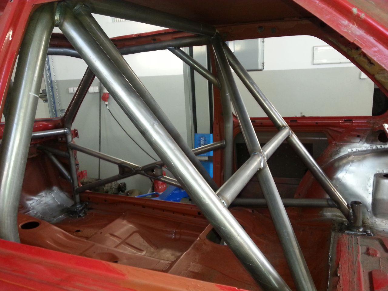 tylne elementy poprzeczne pałąka głównego oraz elementy do montażu pasów bezpieczeństwa