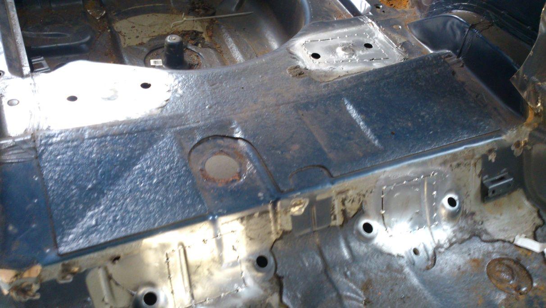 Zaślepki w miejscach mocowań tylnego wózka w BMW E36 E46