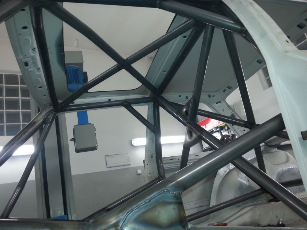 BMW E30 rozbudowana klatka bezpieczeństwa ośmio punktowa 8