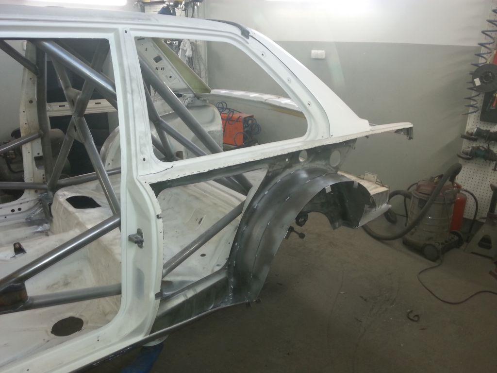 BMW E30 nadkola do repliki M3